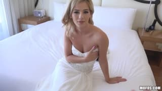Blonde who celebrates her marriage with cock