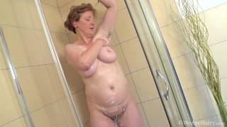 Romana Sweet is a mature woman pleasuring