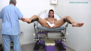 Redhead slut felt horny at the doctor