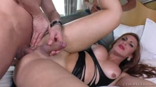 Shemale Kanada in a hot steamy threesome