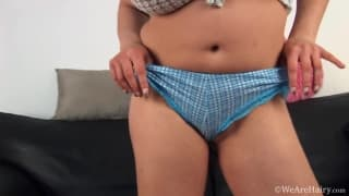 Vanda rubs her hairy pussy with a dildo