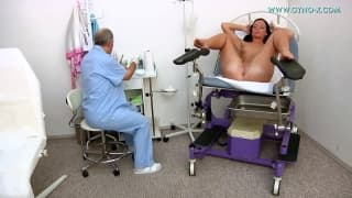 Young brunette gets a thorough gyno exam