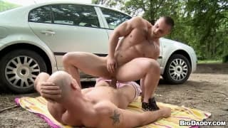 Horny gays make the time to fuck outdoors