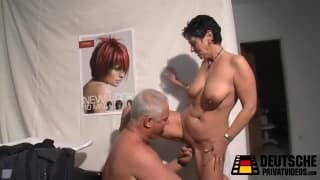 Mature hairdresser want to fuck her client