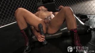 Leo Forte wanks off and enjoys pleasure