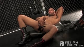 Leo Forte wanks off and enjoys pleasure