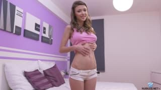 Mila Azul puts on a sexy solo show alone