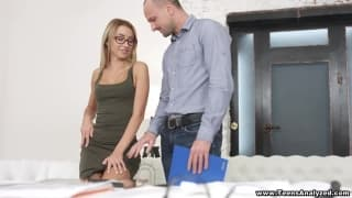 She wants to have her boss in her ass