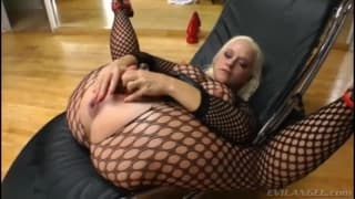 Big booty blonde solo extreme anal play