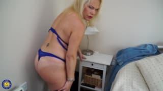 Francesca Kitten is enjoying her pussy