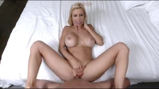 MILF Alexis Fawx bounces on big dick
