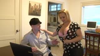 Katja Kassin is using her sexy body to fuck