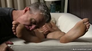 An old man makes him cum licking his feet