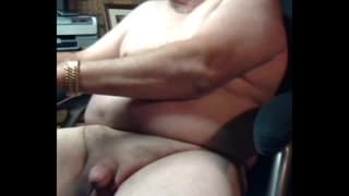 An old man jerks off on webcam to cum