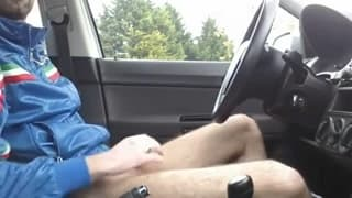Masturbating in the car to feel more pleasure