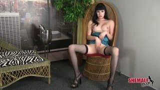 Zeena Vega enjoys her time alone with her dik
