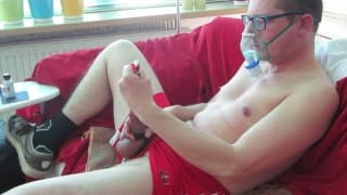 This guy stretches his shaft to masturbate
