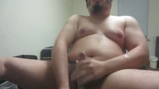 This guy loves to use a vibrator to wank